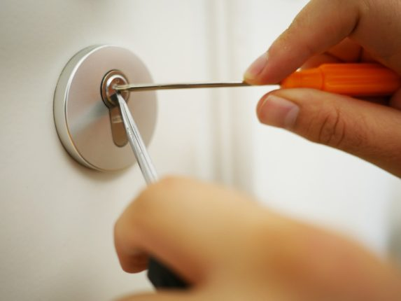 ouvrir porte sans clé